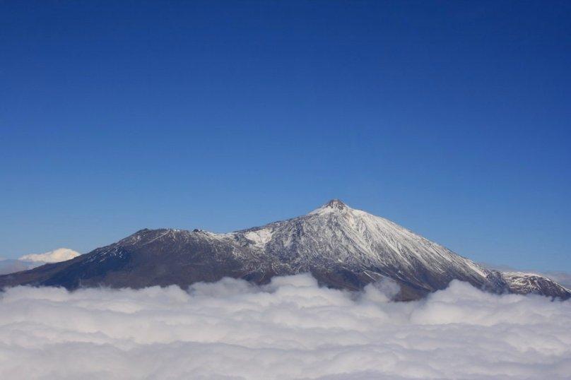 Pohľad na zasnežený kopec Teide
