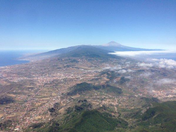 Pohľad na Teide a na mesto La Laguna od strany ostrova zvanej Anaga