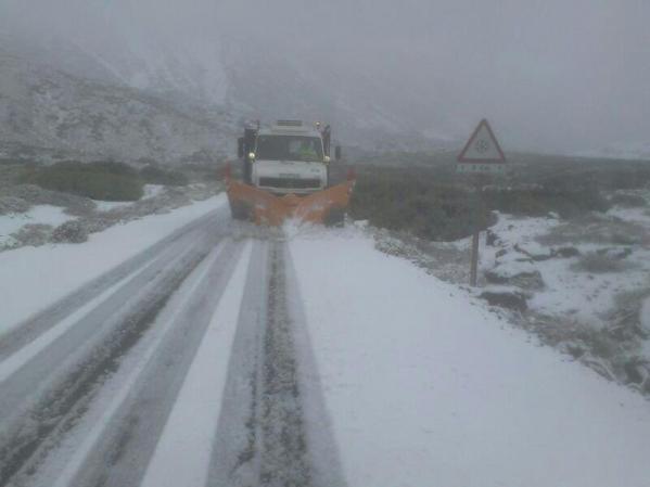 Pluh odhŕňa sneh v Národnom Parku Teide (Foto zdroj Turismo de Tenerife)