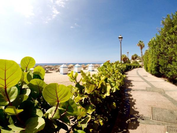 Playa del Duque - Promenáda