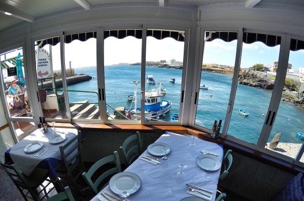 Výhľad z reštaurácie Los Abrigos na prístav