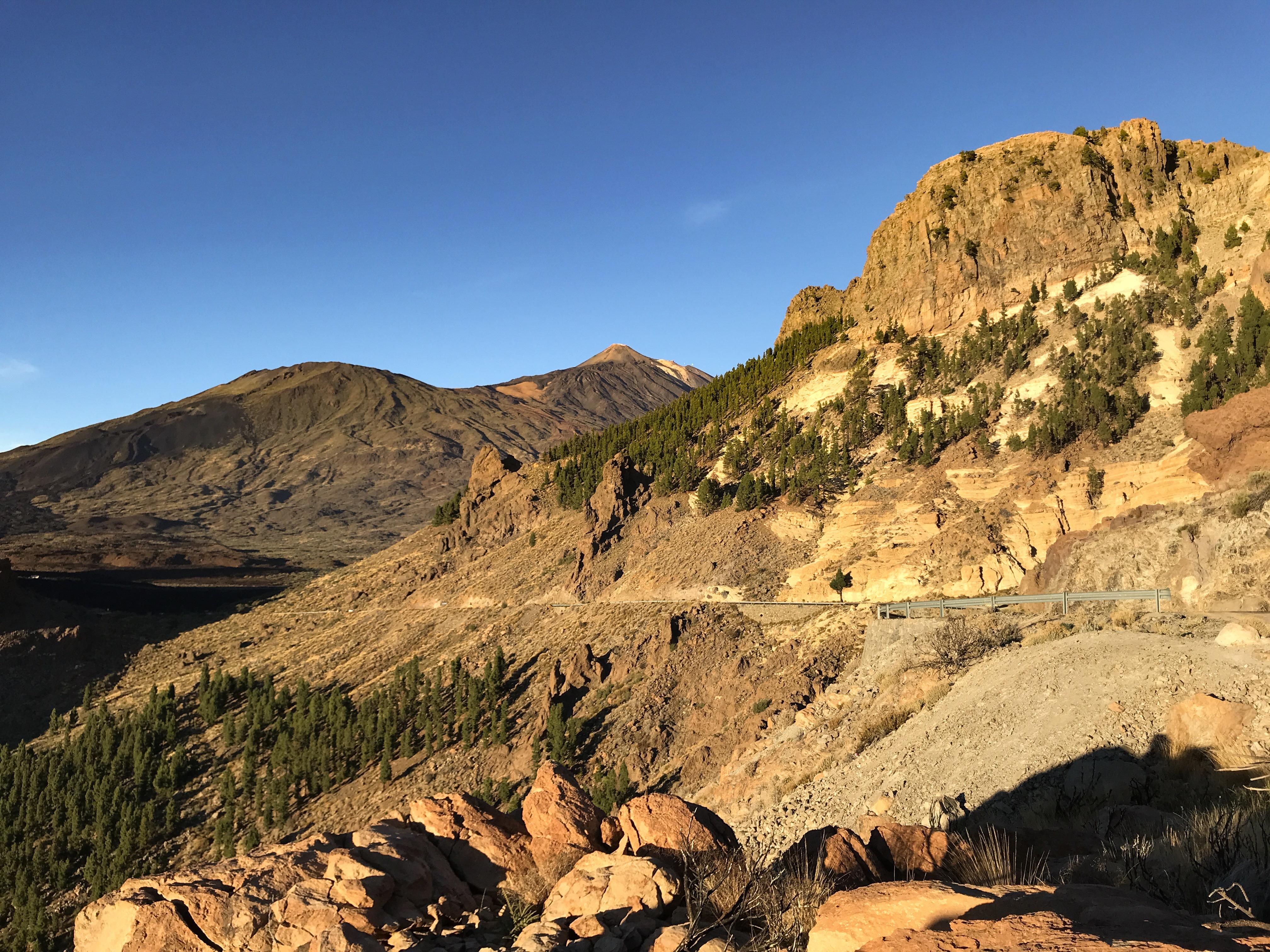 Pohľad na Pico del Teide pred západom slnka